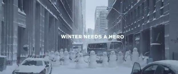 Nissan Rogue se luptă cu Oamenii de Zăpadă Ucigaşi (video)