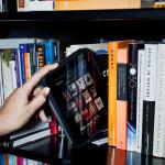 Sondaj: Preferi să citeşti un roman pe e-book sau în ediţia tipărită?