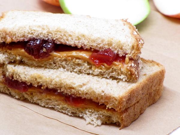 Sandwich cu unt de arahide şi jeleu – 2.500 de bucăţi