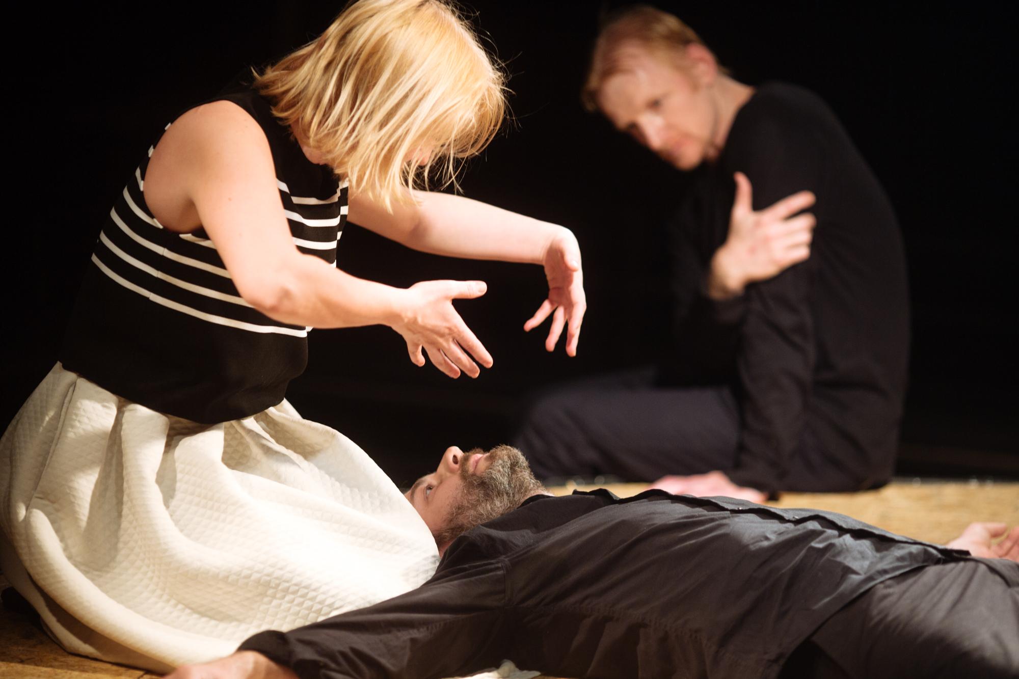 Hamlet la unteatru – despre limite în teatru